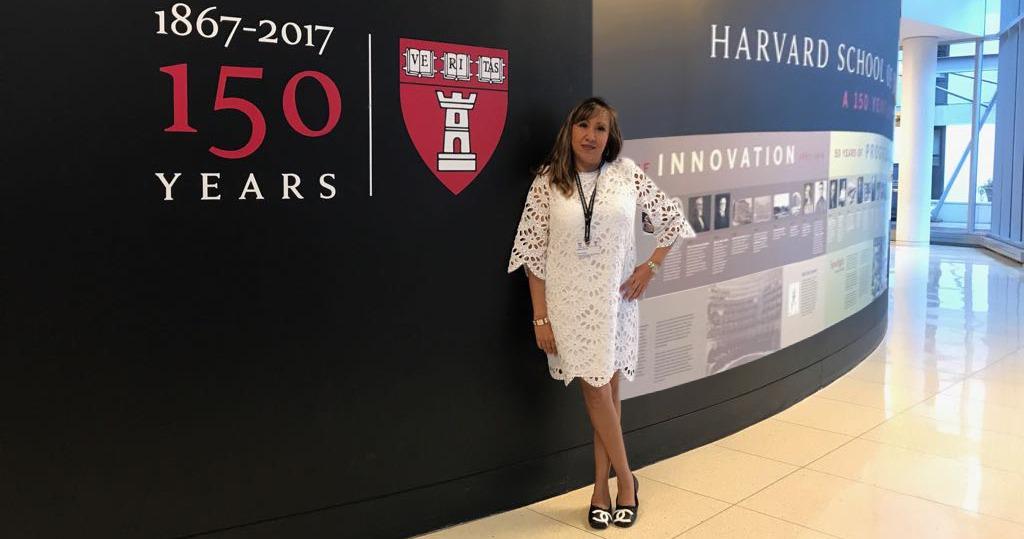 C.D. Liliana Bueno en la universidad de Harvard, School of Dental Medicine
