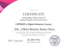 Doctora certificada en cirugía digital avanzada e implantología dental, por la empresa DIO, líder en implantología digital mundial.